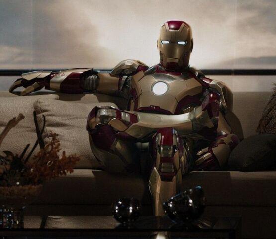 File:Iron Man Armor MK XLII (Earth-199999) from Iron Man 3 (film) 001.jpg