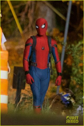 File:Tom-holland-spiderman-night-shoots-stunt-note-01.jpg