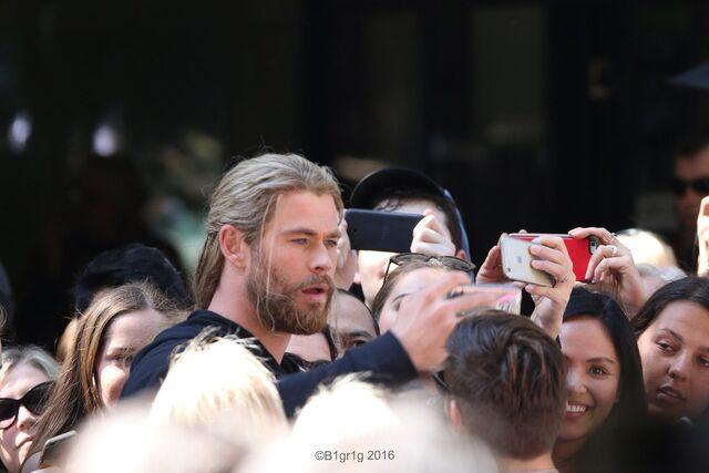 File:Thor - Ragnarok - Set - September 1 2016 - 5.jpg