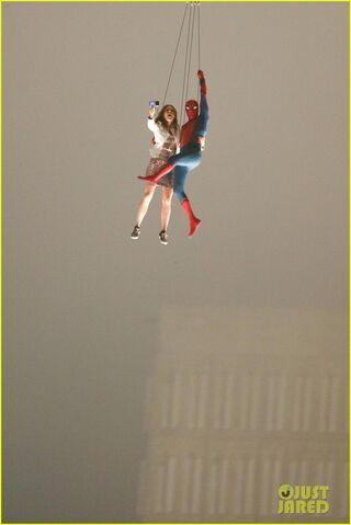 File:Spider-man-stunt-doubles-helicopter-scene-08.jpg