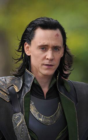 File:Loki Tom Hiddleston Scarlett Johansson Films 60w0b1a1e9kl.jpg