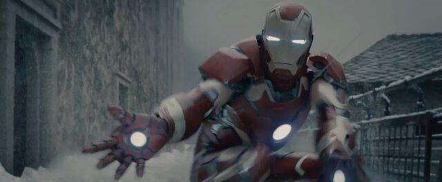 File:Iron Man AOU 1.jpg