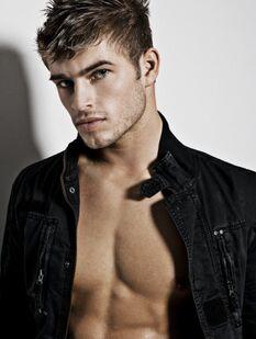 Tylerbatchel-male-model-shirtless-photos-02212009-28-430x570