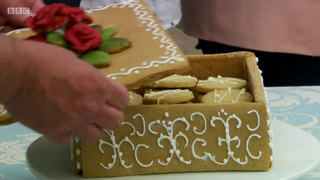 File:Marie-russian-box-detail-S6-Ep2.png