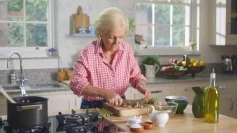 Mary Berry's Creamy Asparagus Soup-0
