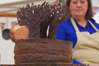 Marie-black-forest-detail-S6-Ep1