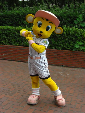 File:Lucky at the Park.jpg