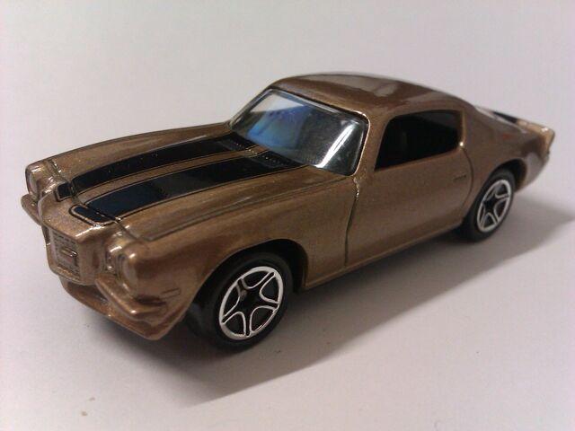 File:1971 Camaro Z28 gold.jpg