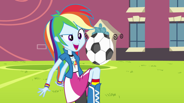 File:640px-Rainbow Dash playing soccer EG.png