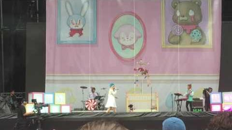 Melanie Martinez - Cake (live at Lollapalooza Chicago 2016)