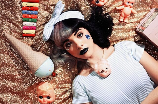File:Melanie-Martinez-Dollhouse-Photoshoot.jpg