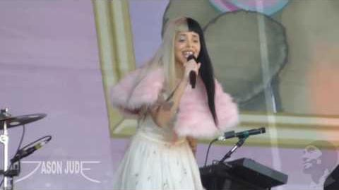 Melanie Martinez - Milk And Cookies HD LIVE 10 8 16