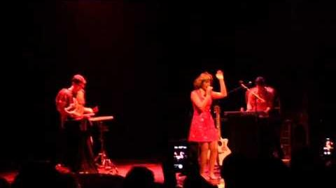 Melanie martinez - carousel live