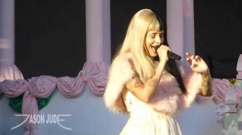 Melanie Martinez - Pacify Her HD LIVE 10 8 16