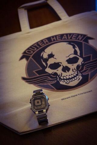 File:Kojima-E3-2014-Outer-Heaven-Bag.jpg