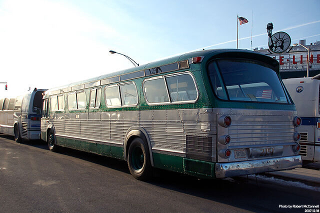 File:IDENTICAL TO BPT. CT's CR & L LINES' FLEET OF GREEN GM FISHBOWL-'NEW LOOK' BUSES 1960s-1972.jpg