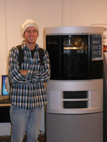 File:Travis and 3D printer.jpg