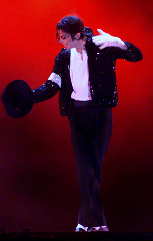 File:Michael Jackson in 1999.png