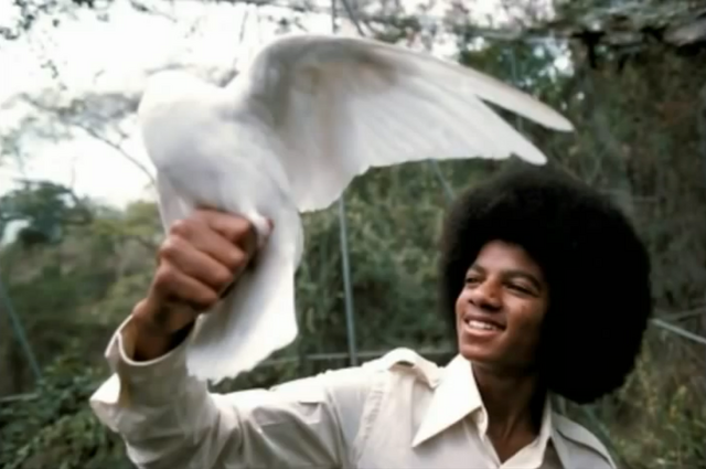File:Michael Jackson with Dove 3.png