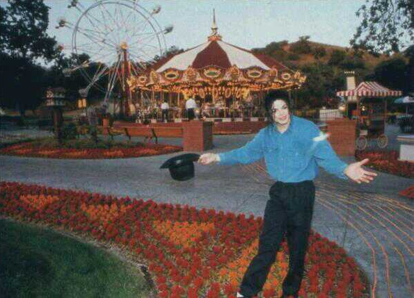 File:Michael Joe Jackson in Neverland Ranch.png