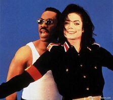 MJ-Whatzupwitu-Video-michael-jackson-15138038-500-439