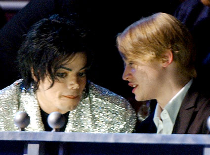 File:MJ and Macaulay Culkin.png