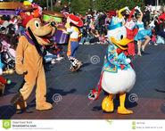 Donald-duck-pluto-disney-parade-19097483