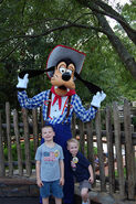 Magic Kingdom - Pictures with Goofy