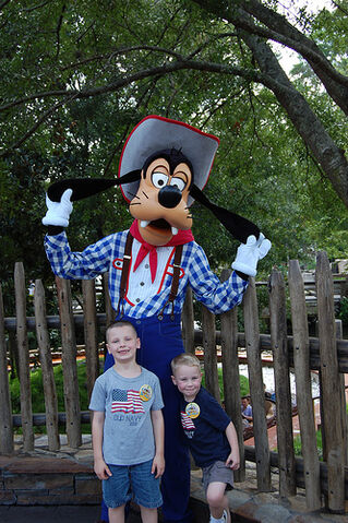 File:Magic Kingdom - Pictures with Goofy.jpg