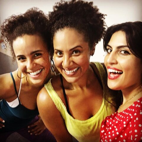 File:Parisa Fitz-Henley with friends.jpg