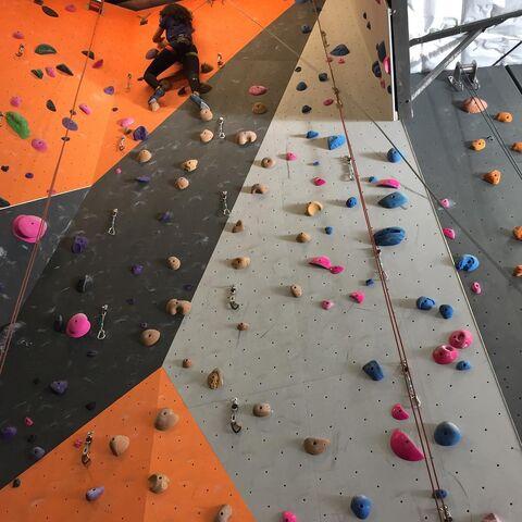 File:Parisa Rock Climbing.jpg