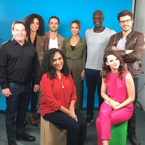 File:Gang's all here! -NYCC -MidnightTexas.jpg