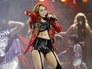 Miley-Gypsy-Heart-Tour-2011-On-Stage-Lima-Peru-1st-May-2011-miley-cyrus-21660909-900-674