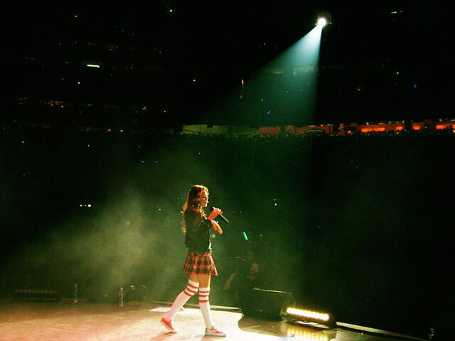 File:Miley cyrus - houston rodeo.jpg