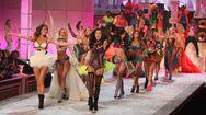 Ambrosio-lima-2011-victoria-s-secret-fashion-show-02