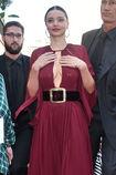 Miranda-kerr-arrives-at-the-koradior-show-during-milan-fashion-week-picture-id610523060
