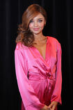 528002971-miranda-kerr-poses-backstage-at-the-gettyimages