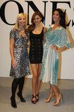 28181 Miranda Kerr poses following the catwalk show during the David Jones AutumnWinter 09 Season Launch 710 122 921lo