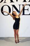 28339 Miranda Kerr poses following the catwalk show during the David Jones AutumnWinter 09 Season Launch 891 122 111lo