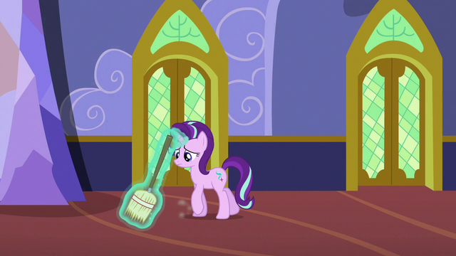File:Starlight Glimmer sweeping the castle hallways S6E21.png