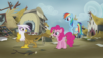 Gilda waves goodbye to Pinkie and Rainbow S5E8