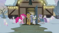 Pinkie Pie introduces her family S5E20