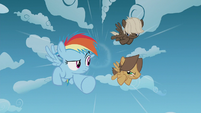Rainbow Dash and bullies race through the sky S5E25