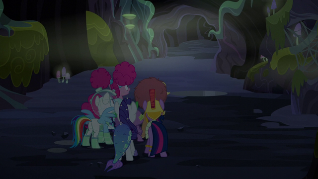 File:Main cast looking at the end of the tunnel S5E21.png