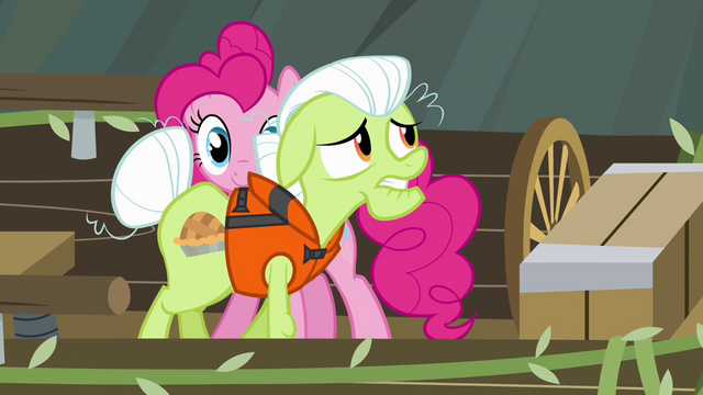 File:Granny Smith meant to do that S4E09.png