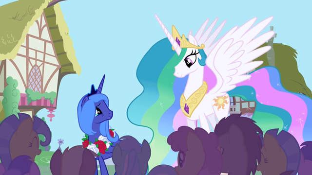 File:Princess Luna smiling at her sister S1E02.png