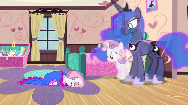 File:Younger Sweetie Belle falls over S4E19.png