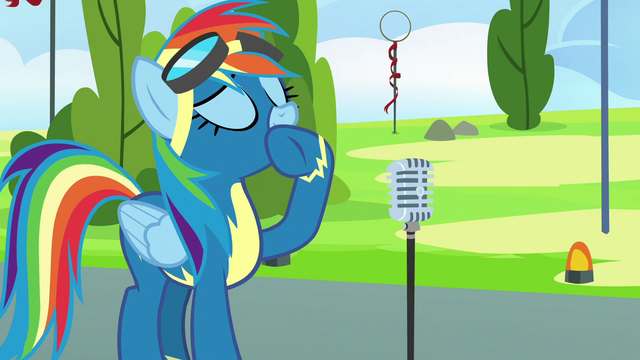 File:Rainbow Dash about to speak into microphone S7E7.png