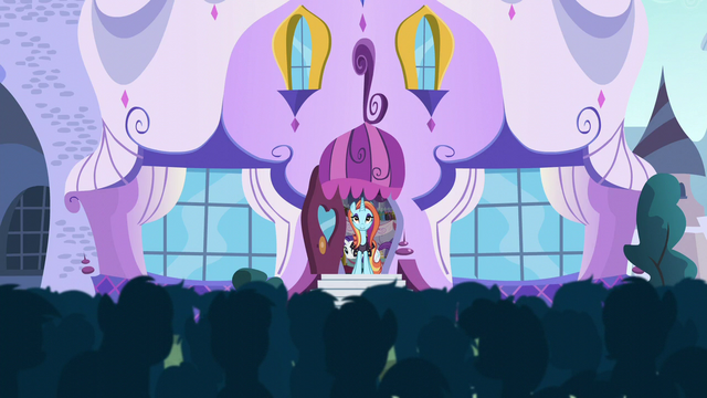 File:Crowd cheering S5E14.png