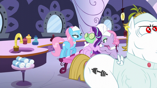 File:Starlight getting pampered at the spa S6E6.png